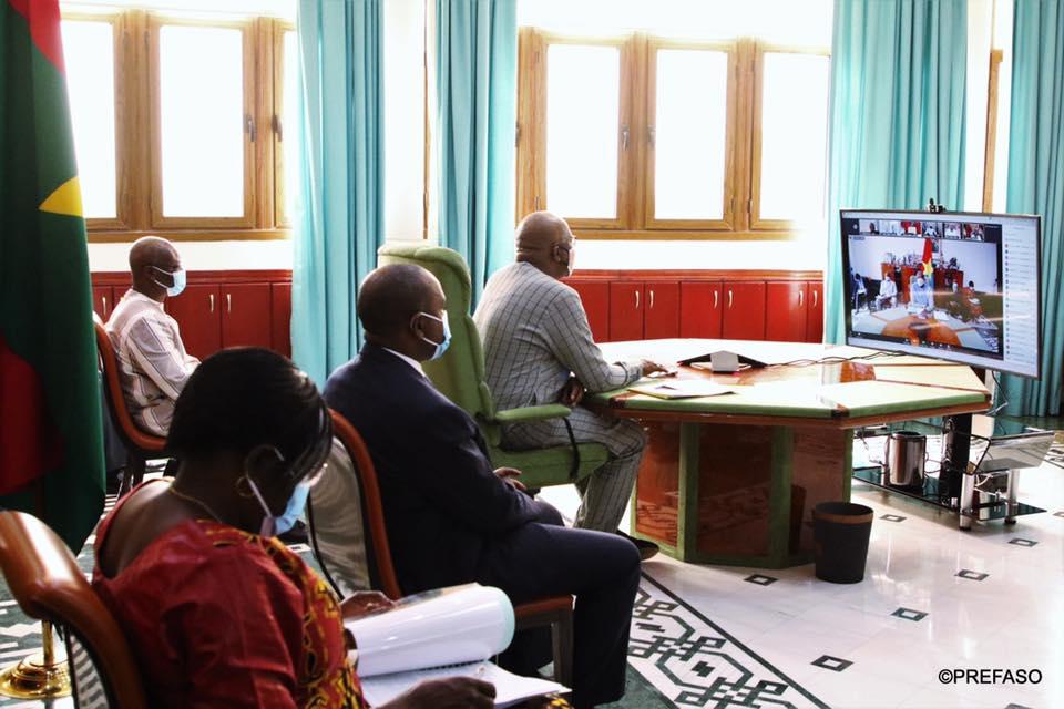 Récession économique : les chefs d'État de la zone CEDEAO demandent l'annulation de leur dette publique