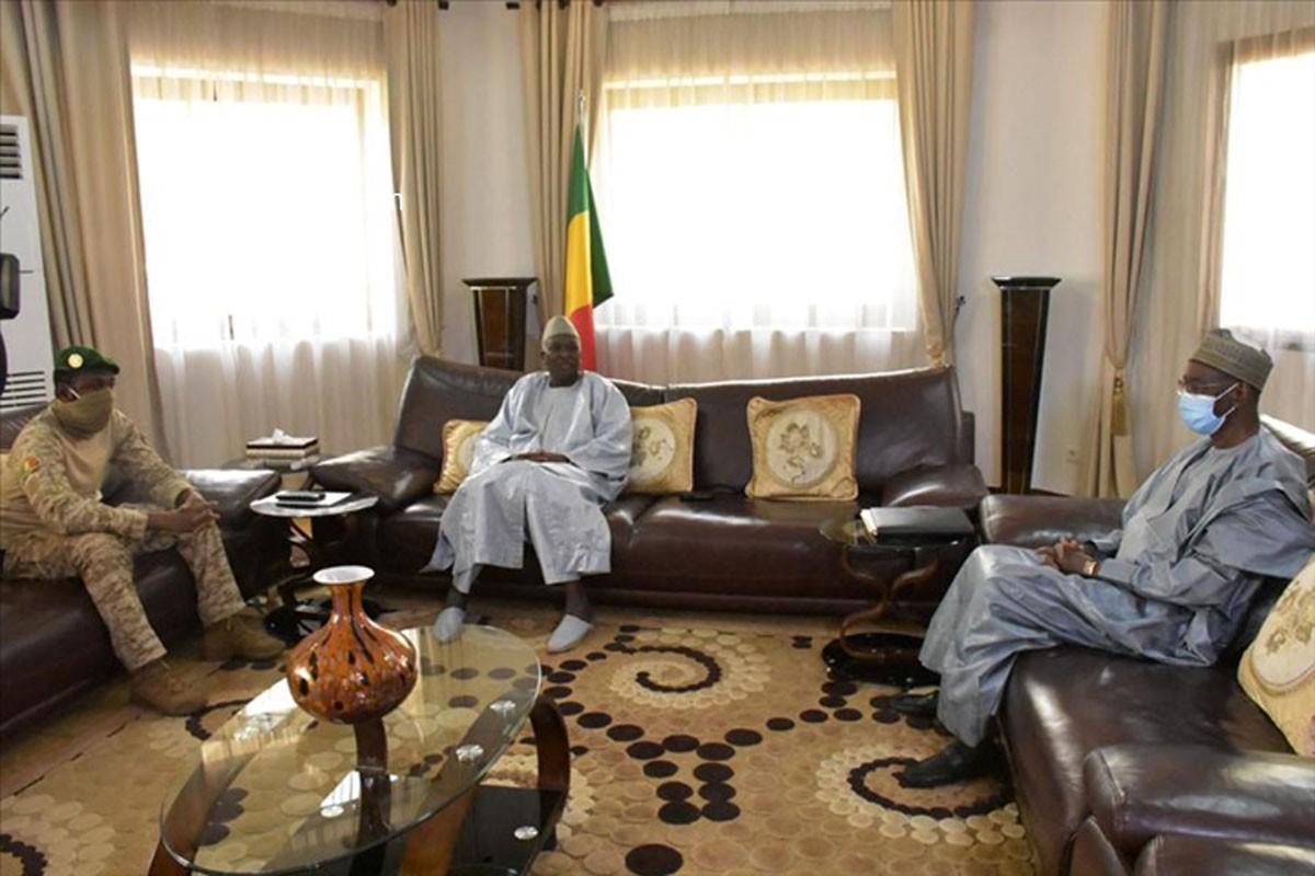 Transition : difficile accouchement du Mali nouveau!