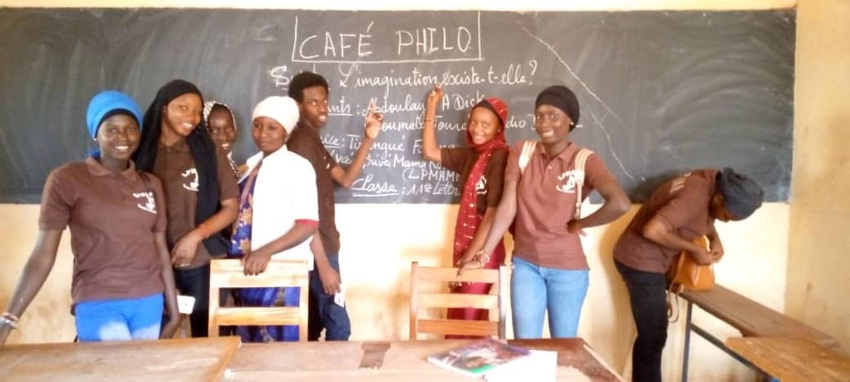 Café Philo : les élèves du lycée Mama Koné bénéficient du 1er numéro