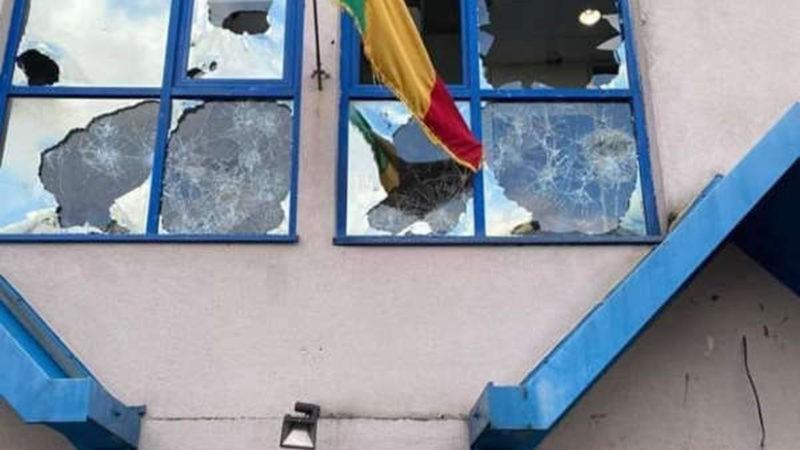 Diplomatie : après les casses à Paris, le Consulat général du Mali annonce la reprise de ses activités