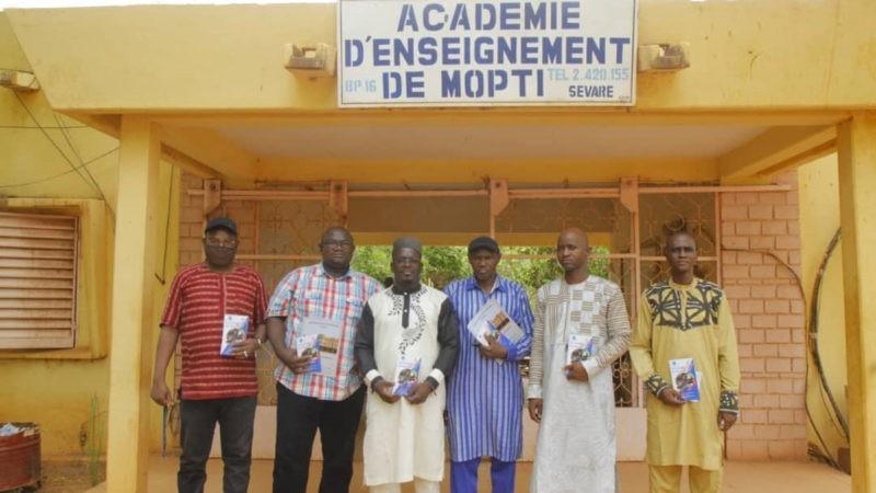 «Guide CENOU de l'étudiant» : le CENOU en campagne de distribution dans des académies
