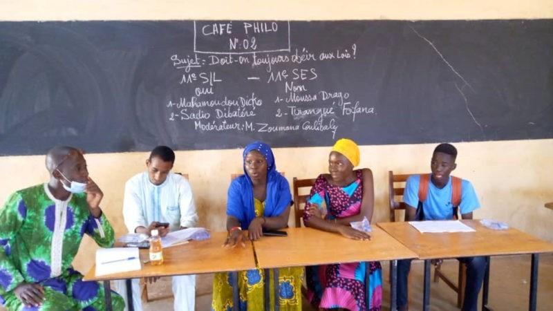 École malienne. Café philo N°2 : doit-on toujours obéir aux lois ?