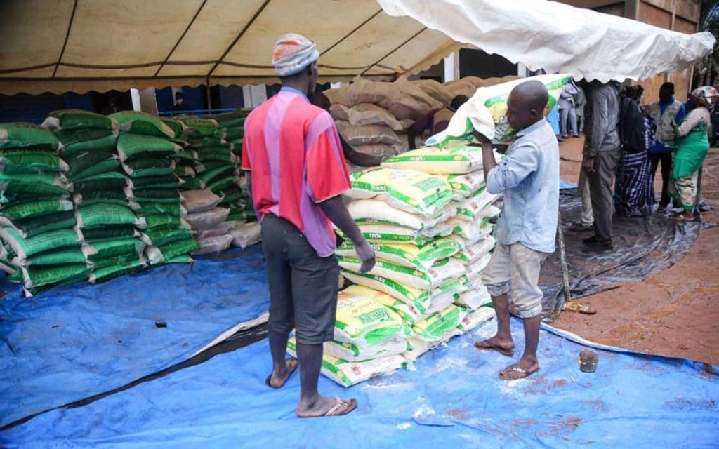 Distribution de dons aux familles démunis par la Présidence du Mali